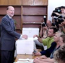Prime Minister Urges Compatriotes to Vote