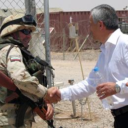 Bulgarian Iraq Envoy Visits Troops in Ashraf