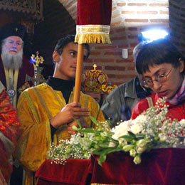Bulgaria: Hundreds Bow before St George Relic in Sofia