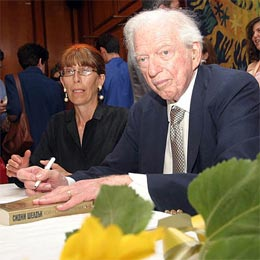 Bulgaria: Author Sidney Sheldon Passed Away