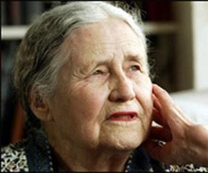 Iran-Born British Author Doris Lessing Wins Nobel Prize for Literature