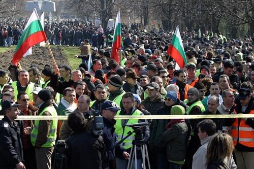 Scores of Policemen Protest in Bulgaria Capital: Scores of Policemen Protest in Bulgaria Capital