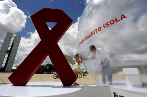 Bulgaria: AIDS Expert Backs Pope on Condoms