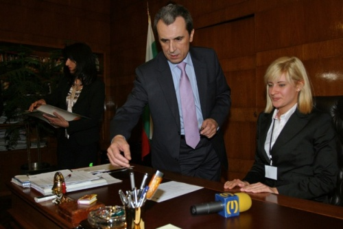 Thousand Bulgarian Students Become Managers for Day: A Thousand Bulgarian Students Become Managers for Day
