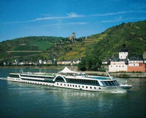 Bulgaria: Bulgarian Danube Ship Saves German Tourists from Burning Vessel