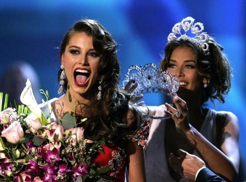 Stefania Fernandez Crowned as Miss Universe 2009: Venezuelan Stefania Fernandez Crowned as Miss Universe 2009