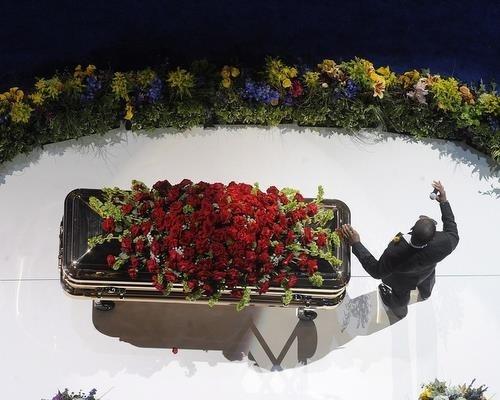California Rent A Car >> Michael Jackson Finally Buried at Forest Lawn Memorial Park - Novinite.com - Sofia News Agency