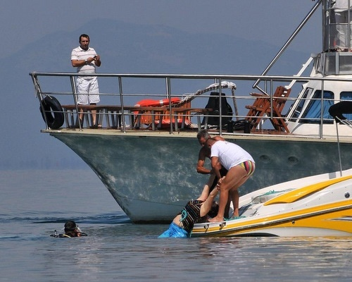 Bulgaria: PM: 15 Bulgarians Dead as Boat Sinks in Macedonia Lake