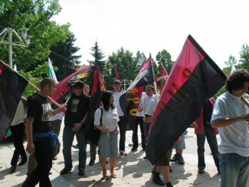 Pequenos grupos de nacionalistas búlgaros têm organizado protestos intermitentes contra as seitas religiosas em todo o país nos últimos meses. Photo by Darik News Photo