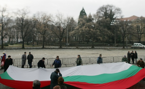 Bulgarian Pensioners Shout On Deaf Politician Ears
