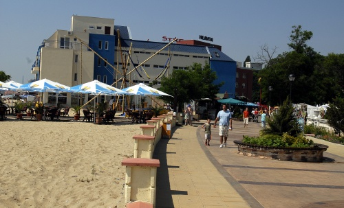 Bulgaria Beach Resorts Count on German High School Seniors: Bulgaria Beach Resorts Count on German High School Seniors
