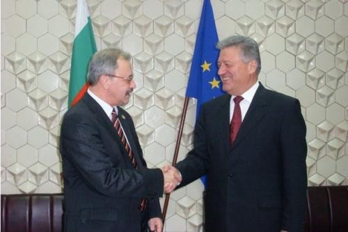 Bulgaria VP Slams Minister for Protecting Migration Official: Bulgaria VP Slams Minister for Protecting Busted Migration Official