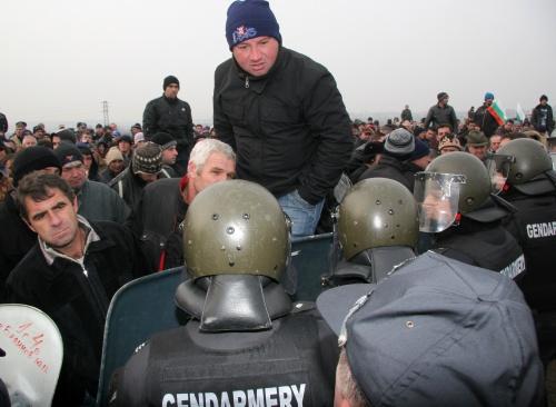 Bulgaria: Bulgaria Tobacco Growers Skirmish with Police at Danube Bridge