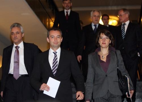 """Bulgaria: Bulgaria FM Takes """"Friendship Treaty"""" to Macedonia"""