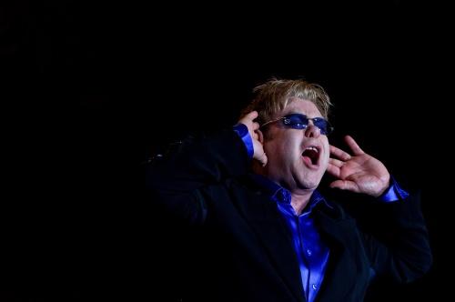 Bulgaria: Sir Elton John to Bring 300 Pairs of Glasses for Bulgarian Concert