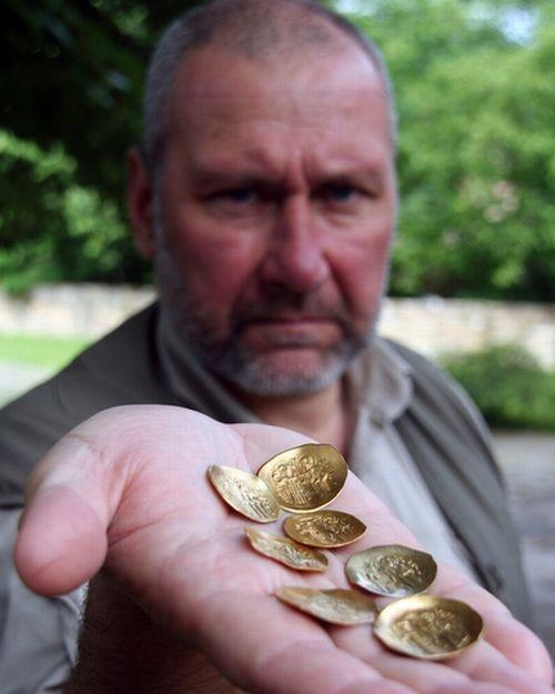 Bulgaria: Bulgarian Archaeologists 'Strike' Gold Treasure