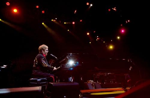 Bulgaria: Sir Elton John's Arrival for Bulgarian Concert Shrouded in Mystery