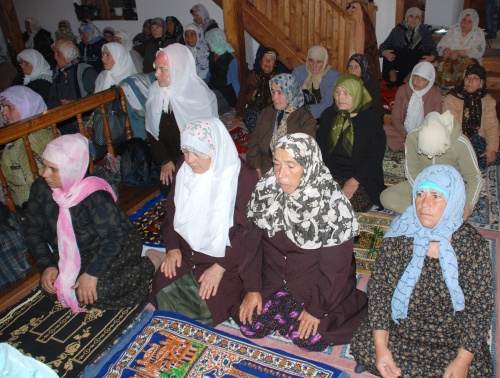 Bulgaria: Bulgarian Mufti Demands Veiling Muslim Women for ID Photos