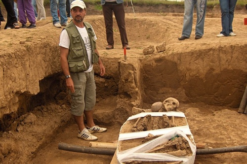 Bulgaria: Bulgarian Archaeologists Preserve Skeleton of '1st European Man'