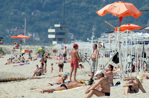 Bulgaria: Cash-Strapped Bulgarians to Skip Summer Vacations - Survey