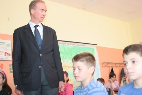 Bulgaria: France's Ambassador to Bulgaria Etienne de Poncins: EU Needs to Take Rescue Action on Roma