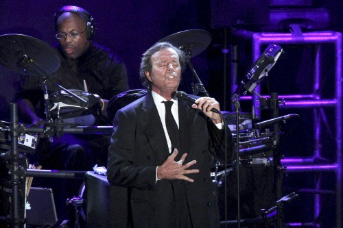 Bulgaria: Julio Iglesias to Sing in Sofia, Cancels Varna Gig