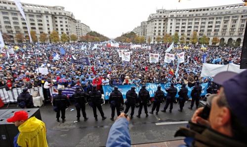 Bulgaria: Romanian Govt Survives No Confidence Vote amidst Protesters, Police Clashes