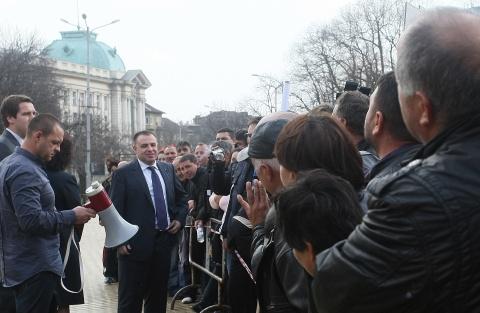 Bulgaria: Bulgaria's Tobacco-Growers Strike as Parliament Debates Budget