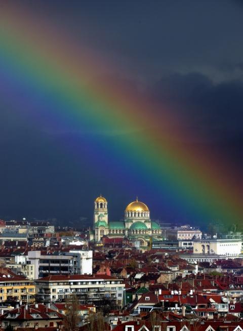 Bulgaria: Bulgaria Enjoys Record-High Temperatures, Europe Freezes