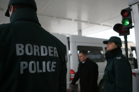 Serbia Lets Bulgarians Cross Border, Gathering Banned: Serbia Lets Bulgarians Cross Border, Gathering Banned