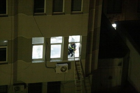 Sliven Bank Robber Releases 4 Hostages: Sliven Bank Robber Releases 4 Hostages