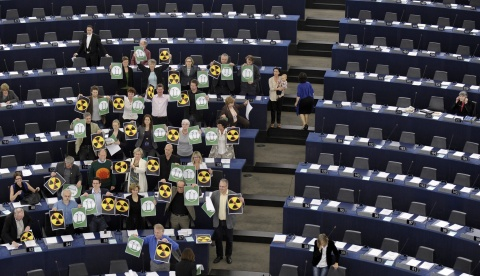 Bulgaria: MEPs Kill Nuclear Moratorium, Bulgarian Rightists, Leftists Vote 'Against'