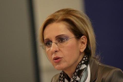 Bulgaria: Bulgaria Aims for Euro Entry with Fiscal Plan, Pencheva Says