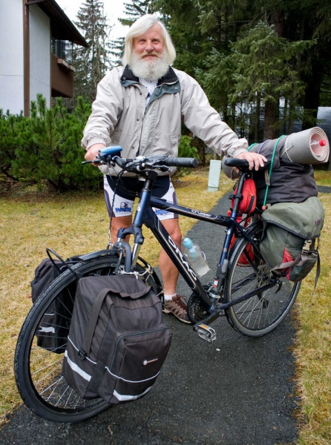 Around the world in 78 days: British cyclist completes record