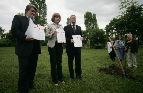 Oaks Planted in Bulgaria in Honor of Polish Katyn Victims: Oaks Planted in Bulgaria in Honor of Polish Katyn Victims