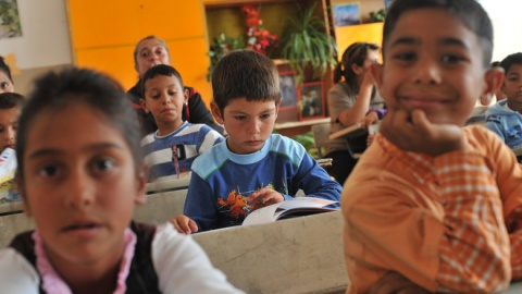 Bulgaria Mulls Integrating More Roma Kids to 'White' Schools