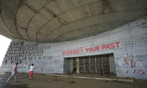 Bulgaria: Bulgarian Communists Challenge Socialists for Historic Heritage