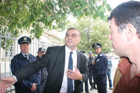 Bulgaria: Grandson of Roma Clan Boss Prefers Arrest to Tension-Riven Katunitsa