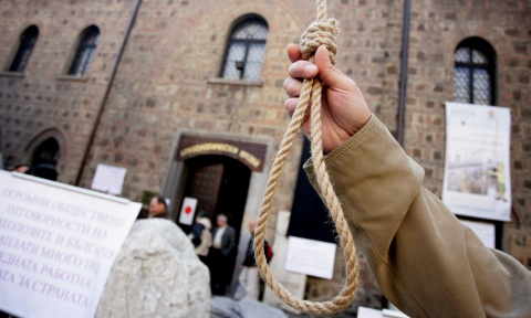 Bulgaria: Bulgarian Researchers Tie the Noose, PM: Get a Life!