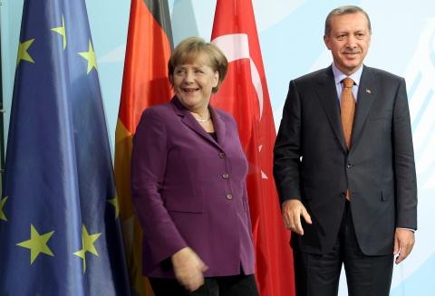 Bulgaria: Erdogan, Merkel Come Together for Uneasy Celebration of Turks in Germany