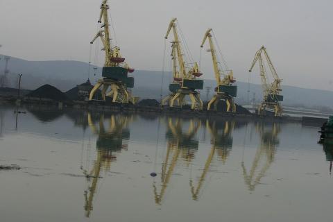 Bulgaria: Danube's Low Waters Devastate Business of Major Bulgarian Port