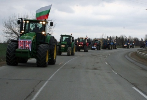 Outraged Farmers' Tractors Invade Sofia: Outraged Farmers' Tractors Invade Sofia