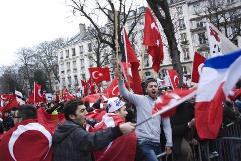 France Approves Halfway Armenian Genocide Bill - Novinite.com - Sofia News  Agency