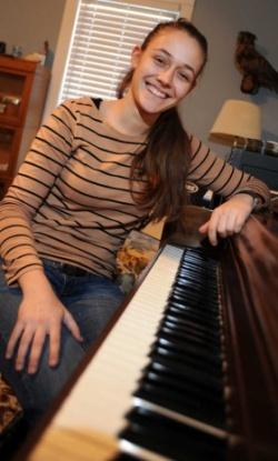 "Bulgaria: Teen Bulgarian Pianist 'Blows Away"" US Music Director*"