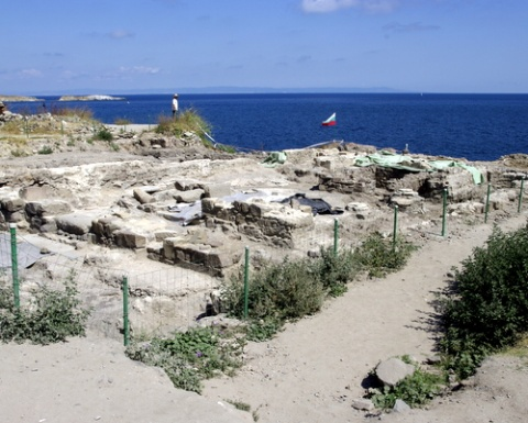 Archeologists Find Gold Ornaments in Bulgaria's Sozopol: Archeologists Find Gold Ornaments in Bulgaria's Sozopol