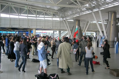 Bulgaria: Sofia Airport Stages First Ever Flash Mob under Eurovision 2011 Song