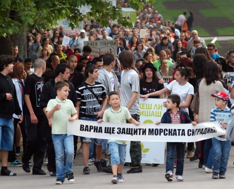 Bulgaria: Hundreds Protest Construction Plans in Bulgaria's Varna Sea Garden