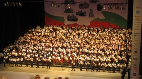 Bulgaria: 333 Bulgarian Bagpipers Break Guinness Record