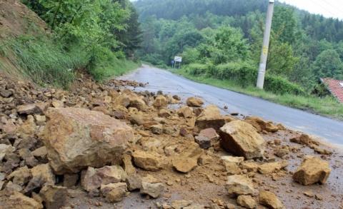 Torrential Rains Trigger Landslides, Road Closures across Bulgaria: Downpours Trigger Landslides, Road Closures across Bulgaria