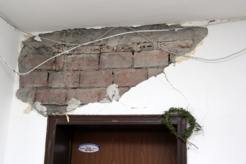 Bulgarians Get Small Cash Compensations for Quake Damage: Bulgarians Get Small Cash Compensations for Quake Damage